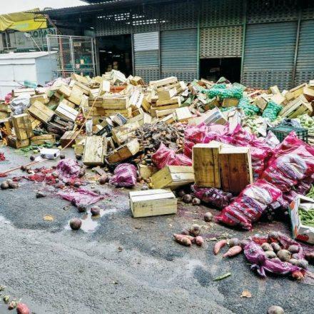 Sete mil toneladas de alimentos vão para o lixo após inundação do Ceagesp