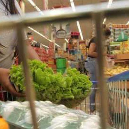 Alta no preço dos hortifrúti anula a redução na carne