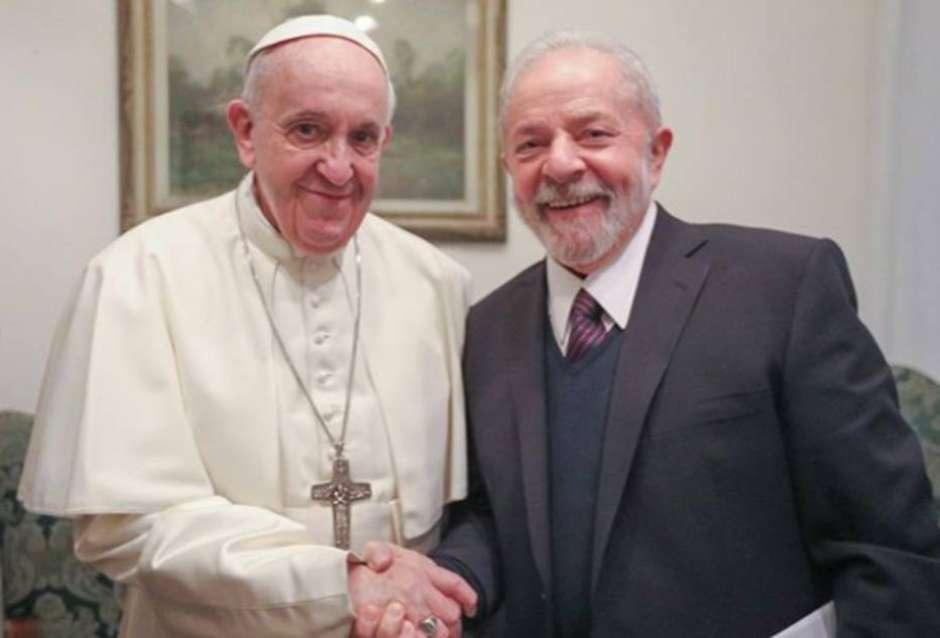 """General Heleno ironiza Lula: """"Papa confraternizou com um criminoso"""""""