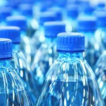 Igreja em Mogi arrecada garrafa de água para vítimas na Baixada Santista