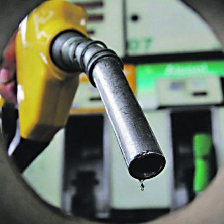 Preço da gasolina e do diesel caem, hoje, nas refinarias