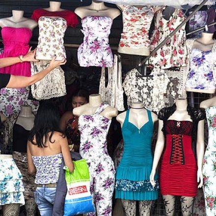 Confiança do consumidor atinge menor patamar em 15 anos, diz FGV