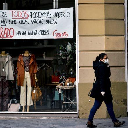 Número diário de mortos por Covid-19 na Espanha cai, mas total supera 15 mil