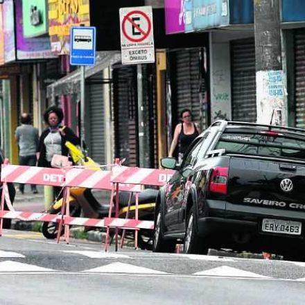 Santo André bloqueia vagas para veículos em Zona Azul
