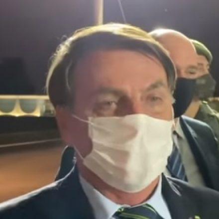 Bolsonaro faz novo exame de detecção da Covid-19
