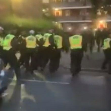 Sete policiais feridos em confronto com participantes de festa em Londres
