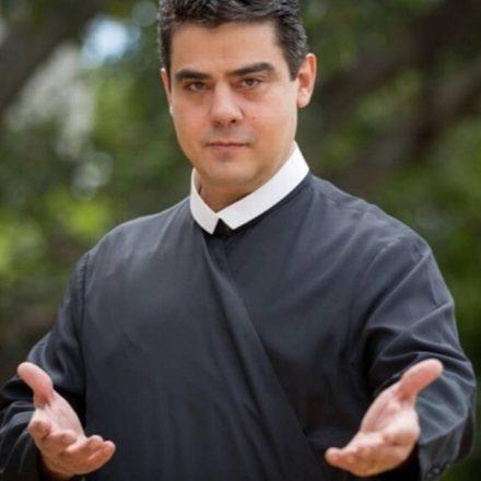 Associação religiosa de padre Robson fez saques de mais de R$ 100 milhões, diz promotor