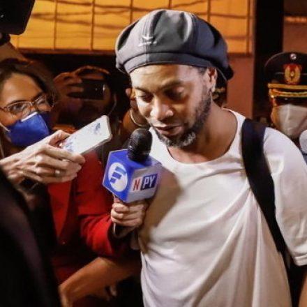 Ronaldinho Gaúcho e irmão podem deixar prisão no próximo dia 24