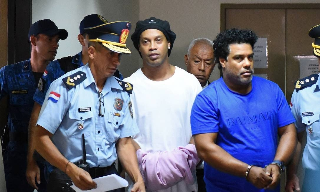 MP DO PARAGUAI PEDE US$ 200 MIL DE MULTA A RONALDINHO E IRMÃO