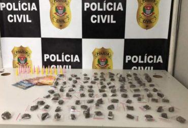 Polícia prende homem e apreende adolescente com drogas em Taboão da Serra