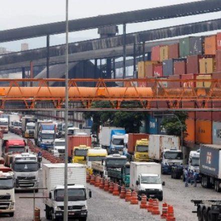 Caminhoneiros planejam assembleia para avaliar possível greve