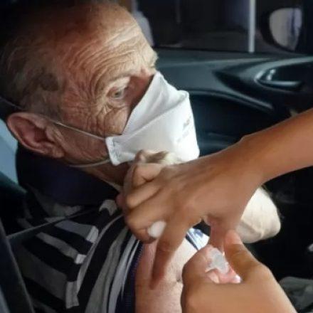 Prefeitura de SP abre dois novos pontos de vacinação drive-thru