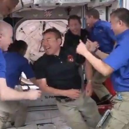 Cápsula da SpaceX acoplou à Estação Espacial, hoje