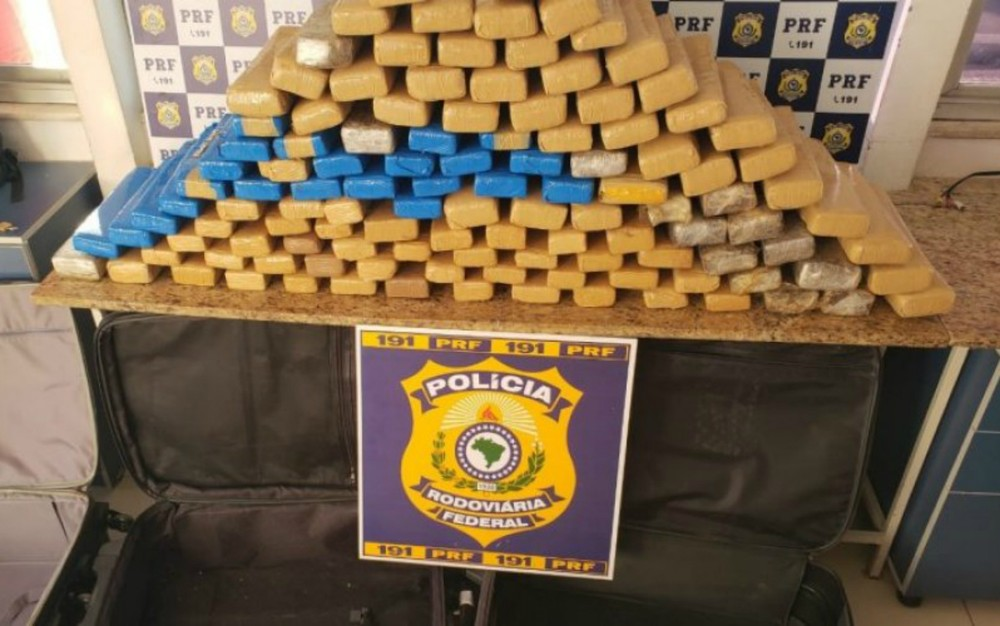 Duas mulheres são presas com quase 100 kg de maconha dentro de ônibus em Vitória da Conquista