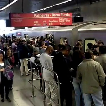 Linha 3-Vermelha do Metrô de SP teve circulação afetada, hoje cedo, após falha em trem