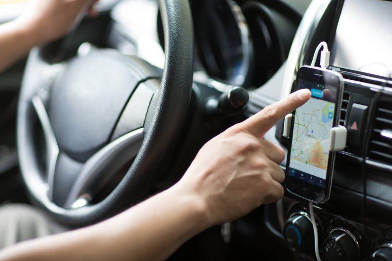 Motorista de aplicativo agride passageira na Grande SP