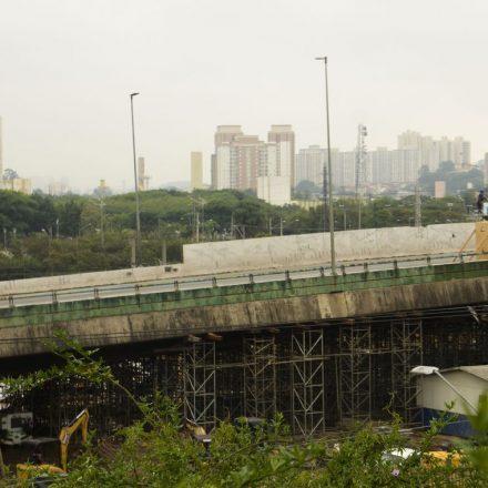 SP: Prefeitura aciona equipamento para sustentar estrutura de viaduto