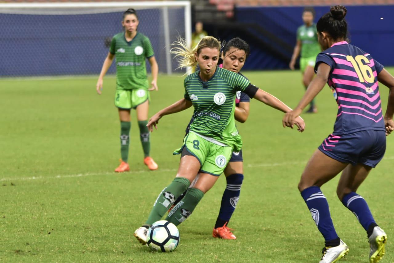 Clubes brasileiros ignoram exigência de time feminino