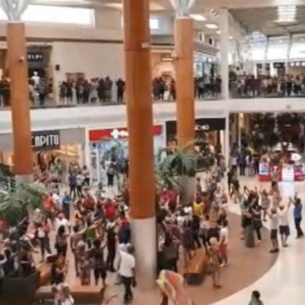 Shoppings já têm horário especial e promoções