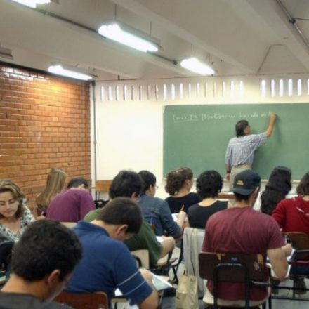 Brasil viu total de alunos matriculados baixar 1,3 milhão no ano passado