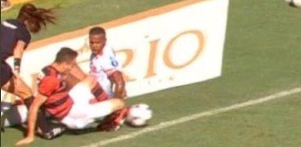 Árbitra fará 'treinamento específico' após falha em Flamengo e Bangu