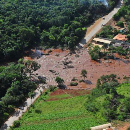 Peritos dizem que 'há tempos alertam para riscos de rompimento de barragens'