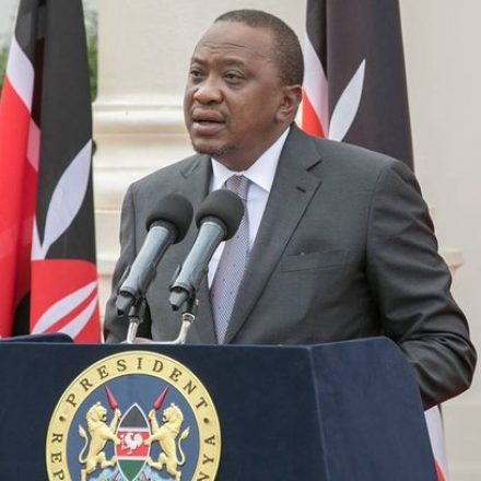 Ataque terrorista matou 14 civis em complexo hoteleiro no Quênia, diz presidente do país
