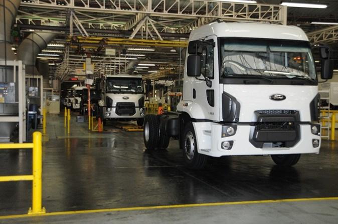 Metalúrgicos da Ford fazem greve contra fechamento de fábrica