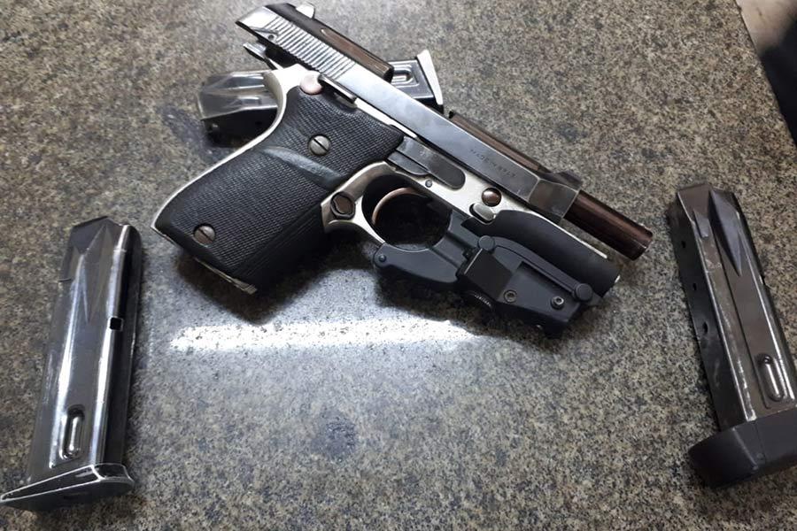 Motorista que levava Prefeito de Embu das Artes é detido com arma irregular
