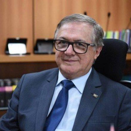 Procuradoria vai investigar Ministro da Educação por improbidade