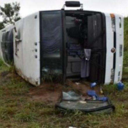 Ônibus com torcida do Corinthians sofre acidente voltando de Salvador