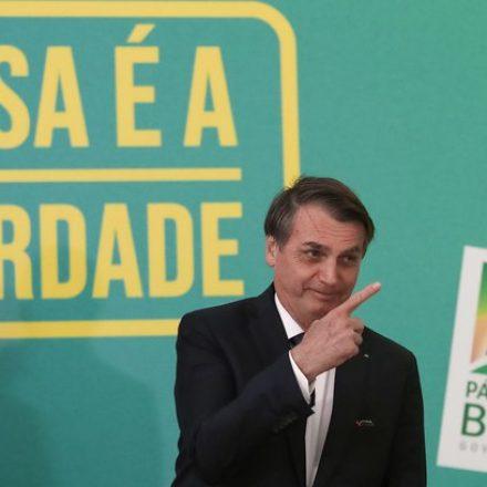 Bolsonaro publica novo decreto das armas e cidadãos não poderão comprar fuzis