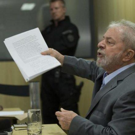 Defesa protocola pedido no STJ para Lula cumprir pena em regime aberto
