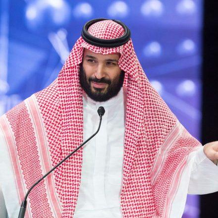 Príncipe saudita acusa o Irã por ataques contra petroleiros