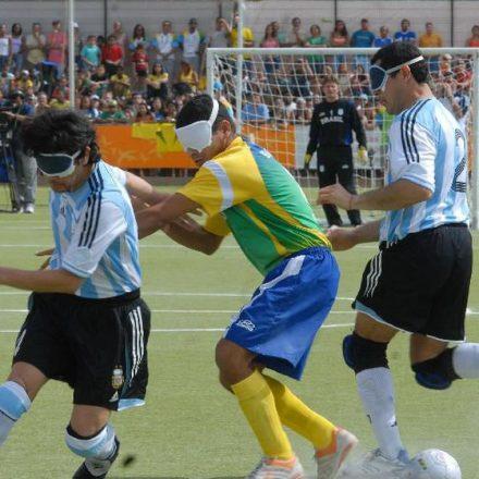 Futebol de 5 do Brasil chega invicto a Lima.