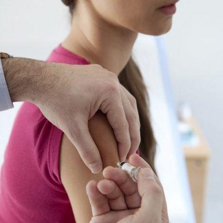 Campanha de vacinação contra sarampo termina neste sábado para jovens de 15 a 29 anos em SP.