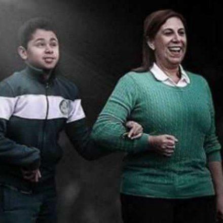 Filho e mãe-narradora levam prêmio da Fifa
