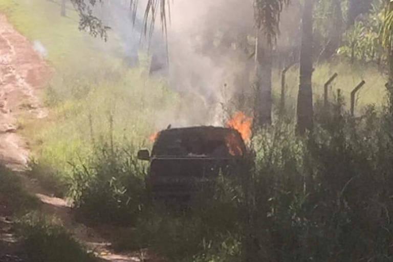 Corpo é encontrado dentro de carro em chamas no interior de SP