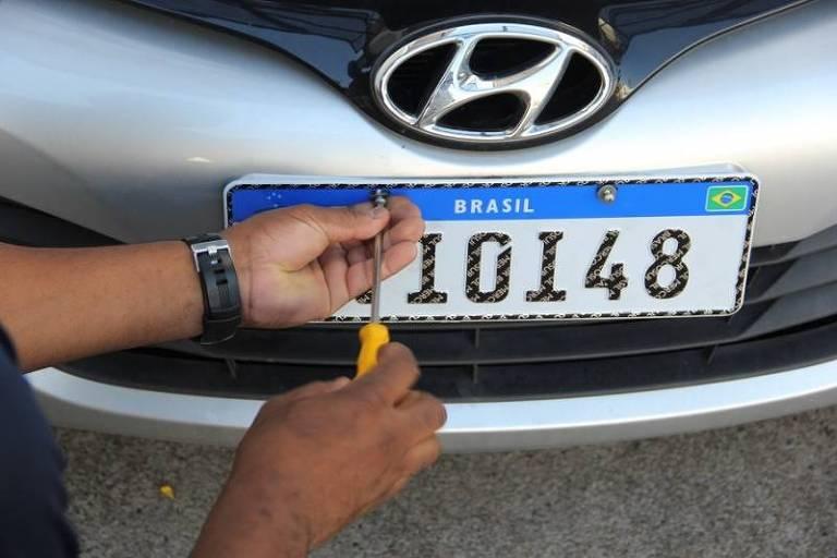 Radares já estão adaptados para multar veículos com placas Mercosul
