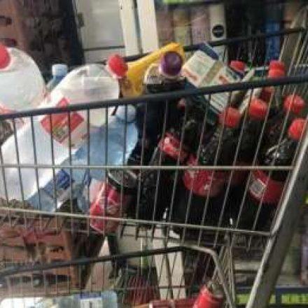 Procon de Mogi multa mercado que vendia produtos vencidos