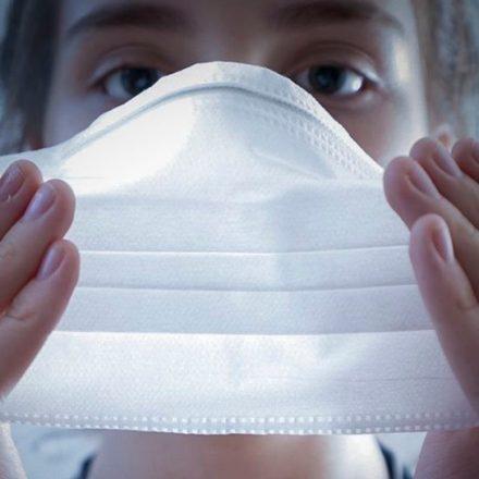 TSE frisa que eleitores deverão usar máscaras nos locais de votação, domingo que vem