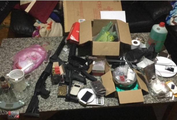 Polícia encontra armas e munição em karaokê no Bom Retiro