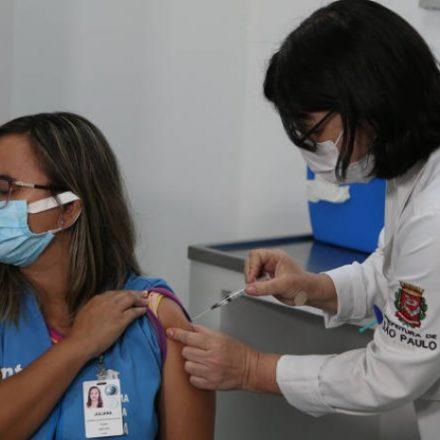 Vacinação de idosos a partir de 90 anos começará no dia 8
