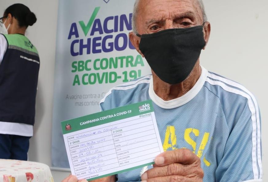 São Bernardo inicia aplicação da segunda dose em idosos de 85 a 89 anos em domicílio
