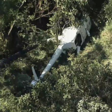 Helicóptero com 4 pessoas caiu, hoje, em mata de Belo Horizonte