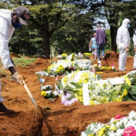 Prefeitura de SP libera alguns velórios com caixão aberto em casos de Covid-19