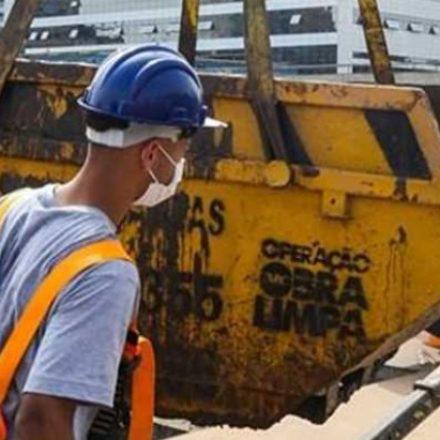Daee retira 21,3 mil caçambas de lixo dos piscinões da região