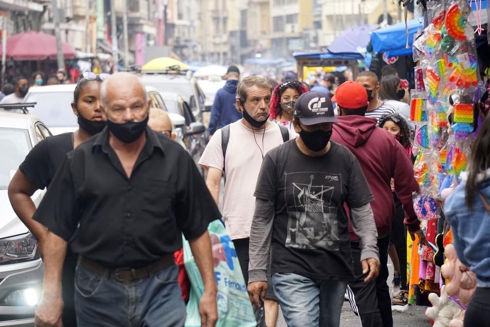 Prefeitura de SP recua e decide manter obrigatoriedade do uso de máscaras em locais públicos
